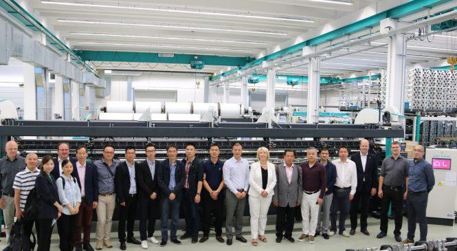 KARL MAYER HKS 3-M Makinesi ile Çinli İş Heyetini Büyüledi